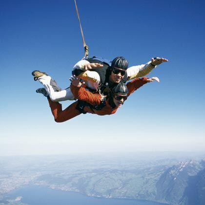 Doppelwhopper: Fallschirm-Tandemsprünge fürs geführte Flugerleben