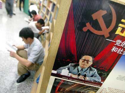 Zeichen der Macht: Die Partei ist trotz wirtschaftlicher Freiheit überall präsent