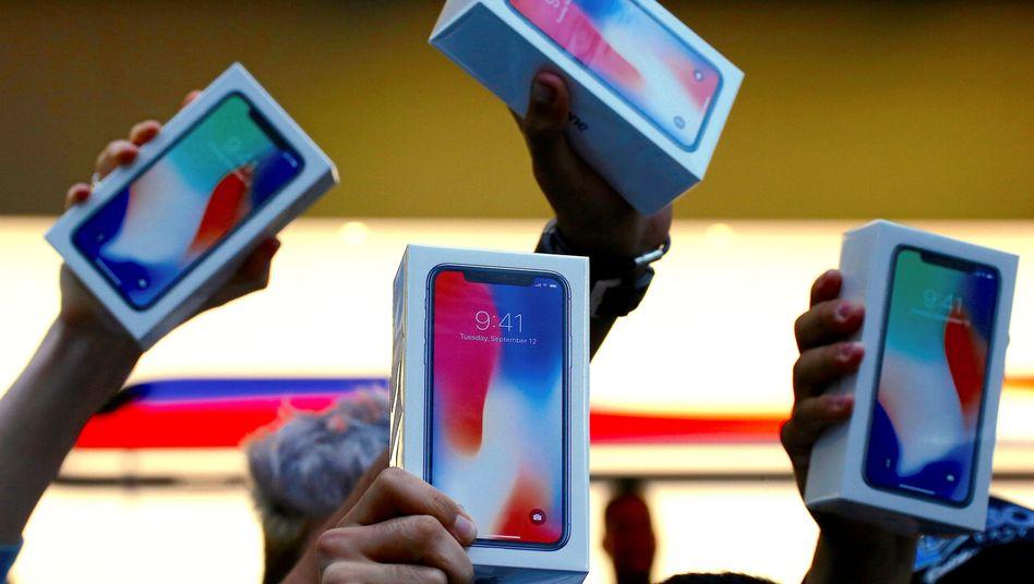 Neues vom Steuergestalter: Apple wird das iPhone X für mindestens 1149 Euro in Deutschland verkaufen - hält einen Steuersatz von mehr als 1 Prozent jedoch für unangemessen