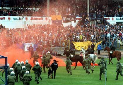 Gewalt im Stadion: Besucher sind mit dem Kauf des Tickets gegen Unfälle und Rechtsstreit versichert