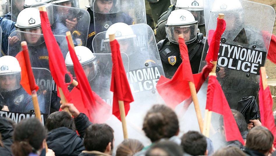 Ausschreitungen in Athen: Während des Streiks kam es am Dienstag erneut zu Zusammenstößen mit der Polizei