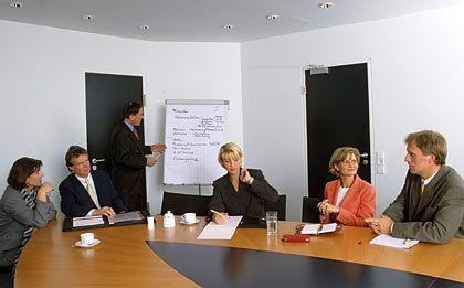 Unterschiede: Im Training wird gemeinsam gelernt - Coachings finden eher unter vier Augen statt und zielen auf langfristige Veränderungen