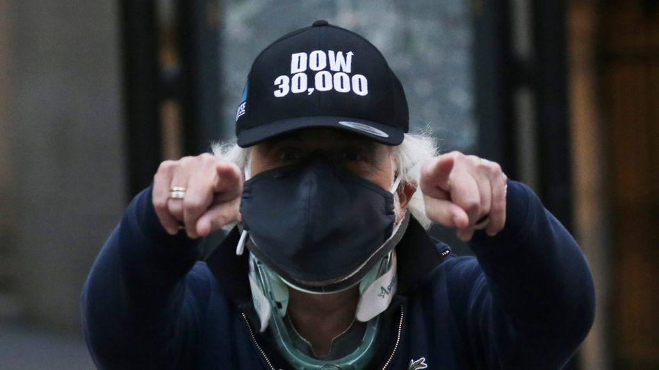 Bekanntes Gesicht hinter der Maske: US-Börsenhändler Peter Tuchman freute sich erst kürzlich über den ersten Anstieg des Dow-Jones-Index über die Marke von 30.000 Punkten