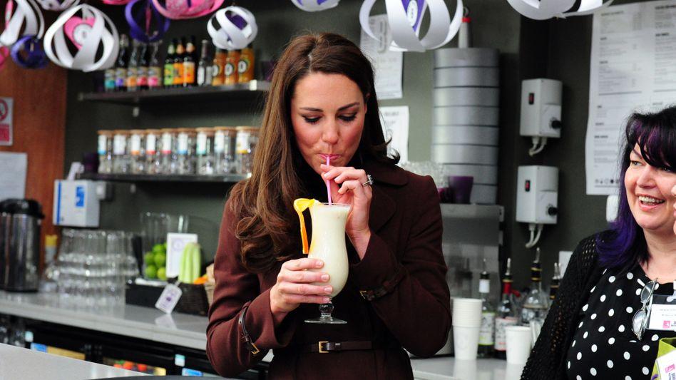 Mit dem neuen Gesetz gegen Plastikmüll dürften Bilder wie dieses mit Herzogin Kate bald der Vergangenheit angehören.
