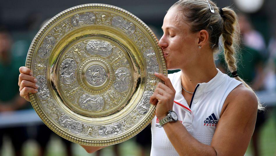 Angelique Kerber: Der deutsche Tennisstar hat im vergangenen Jahr den Wimbledon-Pokal gewonnen