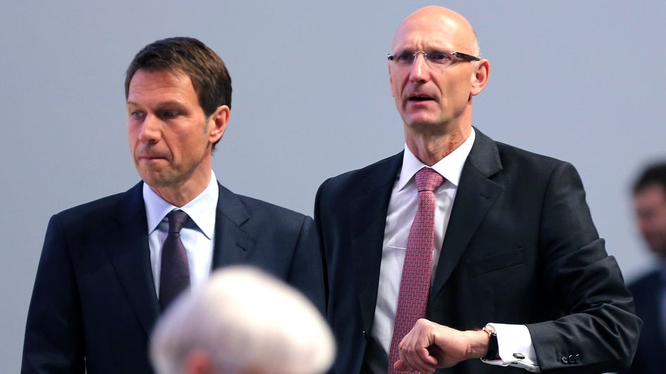 Stabwechsel: Der scheidende CEO René Obermann (links) soll sein Amt bereits im Herbst an Noch-Finanzvorstand Timotheus Höttges (r) übergeben. Ursprünglich war die Übergabe zum Jahreswechsel geplant