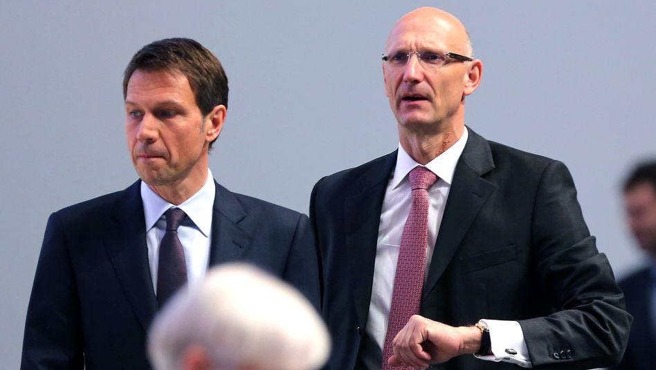 Wutrede: Noch-Telekom-Chef René Obermann und sein Nachfolger Timotheus Höttges (r)