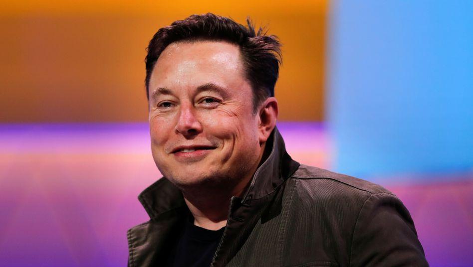 Tesla-Chef Elon Musk kann sich freuen: Der Elektroautobauer hat seinem CEO, wie im Vergütungsplan vorgeschrieben, Aktienoptionen im Wert von 775 Millionen Dollar zugeteilt