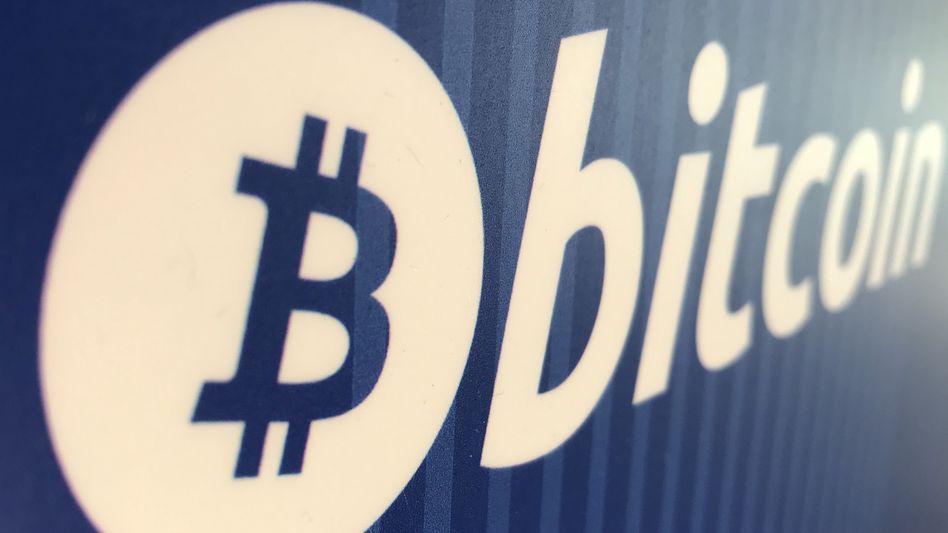 Auf Talfahrt: Der Bitcoin droht unter die Marke von 8000 Dollar zu fallen