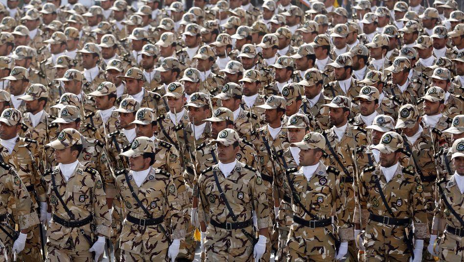 Irans Soldaten sind wegen der Unruhen im Nachbarland Irak alarmiert