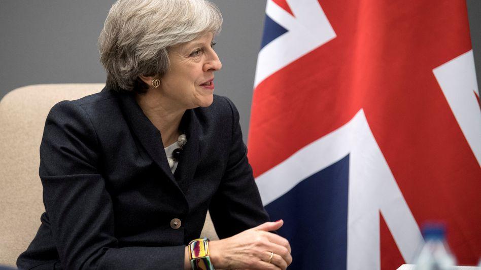 Theresa May versucht Unternehmen davon zu überzeugen, in Großbritannien zu investieren - dem Brexit zum Trotz