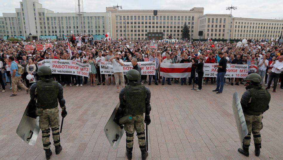 Demonstration auf dem Unabhängigkeitsplatz der Hauptstadt Minsk am Freitag