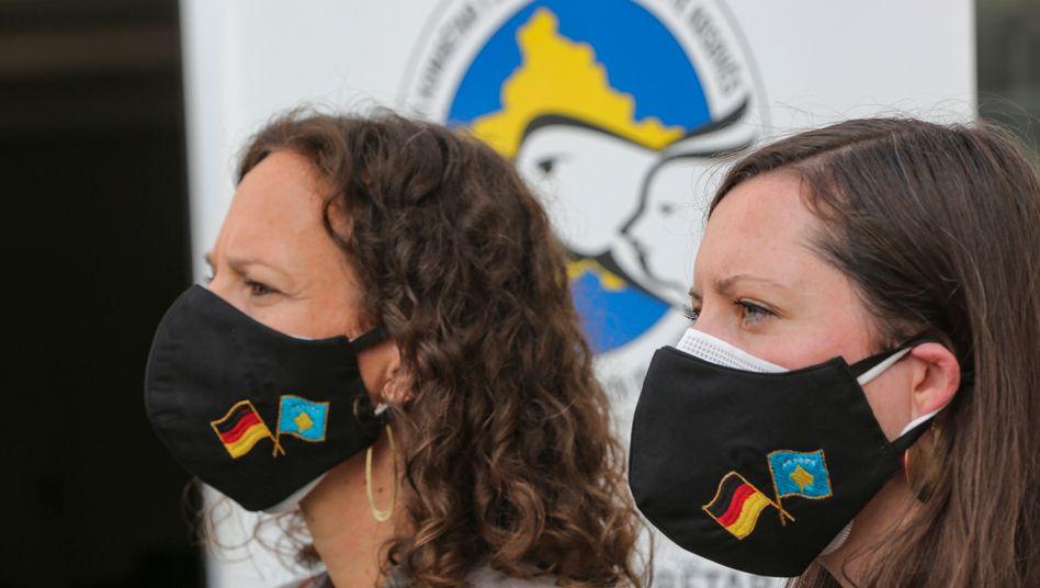"""Mitglieder eines Teams von Covid-19-Gesundheitsexperten der RKI/EMT/GOARN Mission To Kosovo"""" des Robert-Koch-Instituts aus Deutschland in Pristina"""