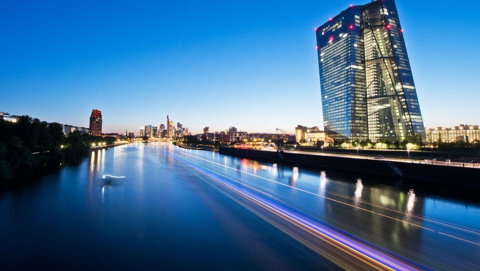 EZB-Zentrale in Frankfurt: Ineffektive Insolvenzgesetze behindern in vielen EU-Ländern einen raschen Abbau der faulen Kredite