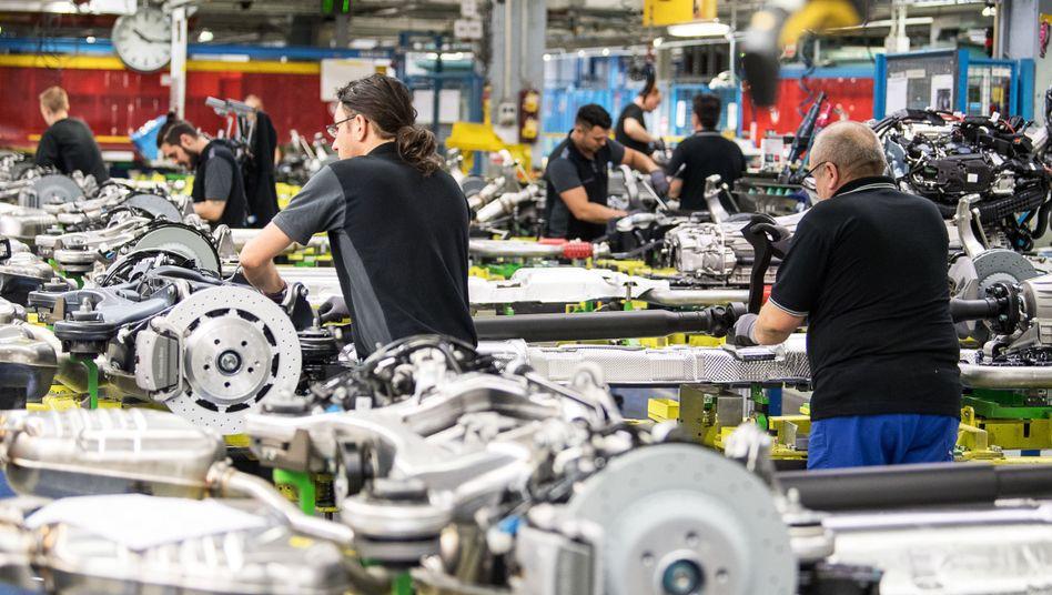 Autobau bei Daimler in Sindelfingen: Die Arbeitslosigkeit dürfte im Zuge der Corona-Krise drastisch steigen.