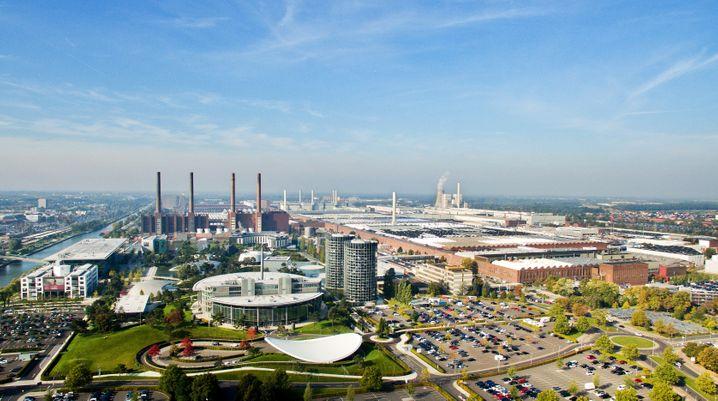 Volkswagen-Werk in Wolfsburg: Die Zentrale soll künftig nicht mehr ganz so wichtig sein