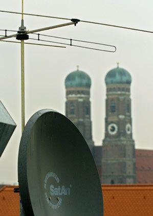 Harter Wettkampf: Antenne und Schüssel