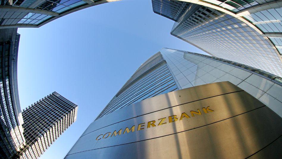 Kapitalerhöhung: Die Aktie der Commerzbank gibt am Mittwoch zunächst nach, setzt sich dann jedoch an die Dax-Spitze