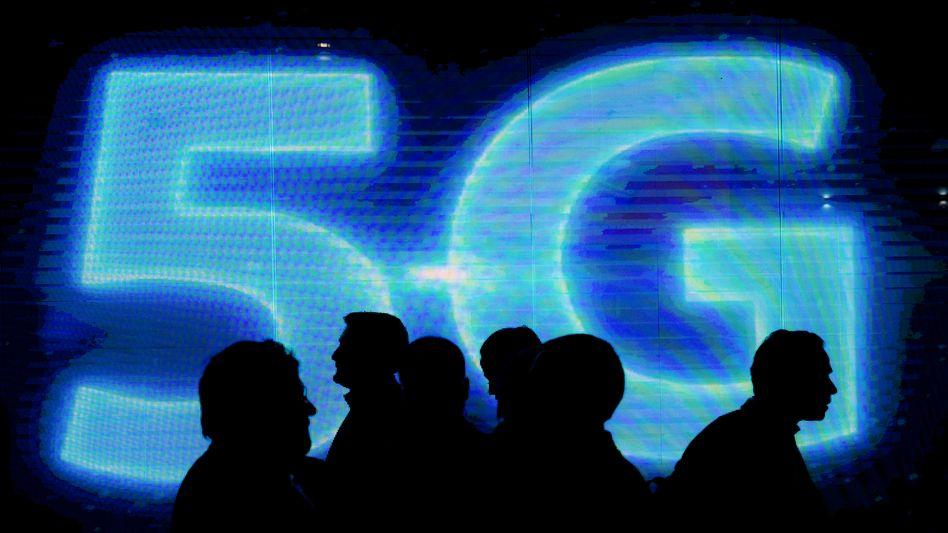 5G ist die nächste Generation des Mobilfunks und neuer, extrem schneller Übertragungsstandard. Er ist zwingende Voraussetzung für die Anwendungsbereiche der Zukunft, Deutschland hinkt hier hinterher