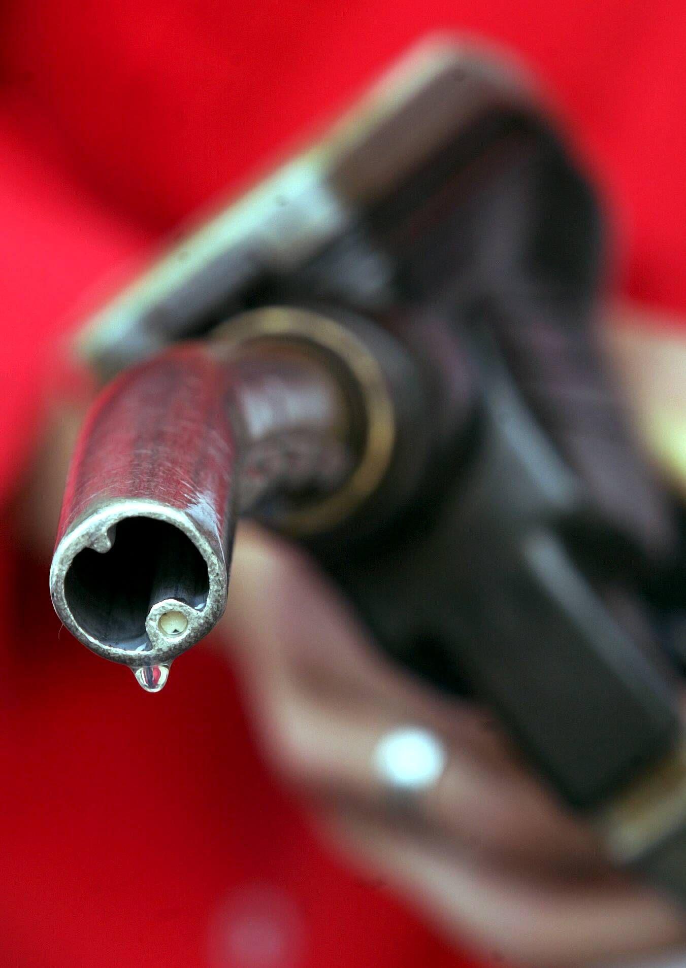 NICHT VERWENDEN Benzin / Tankstelle / Tankstutzen