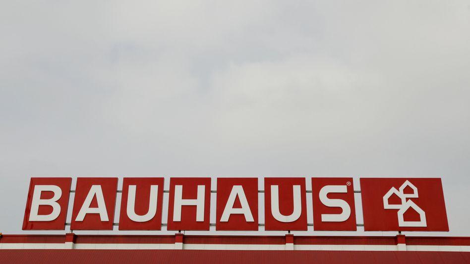 Aus gelb wird rot: Bauhaus übernimmt 24 Filialen mit 1300 Beschäftigten von Max Bahr und flaggt die Märkte um
