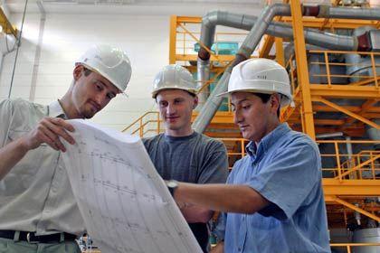 Ingenieure sind gefragt: Für den Verkauf sind Fachkräfte ideal, die nicht nur technisches Know-how, sondern auch Vertriebskenntnisse mitbringen