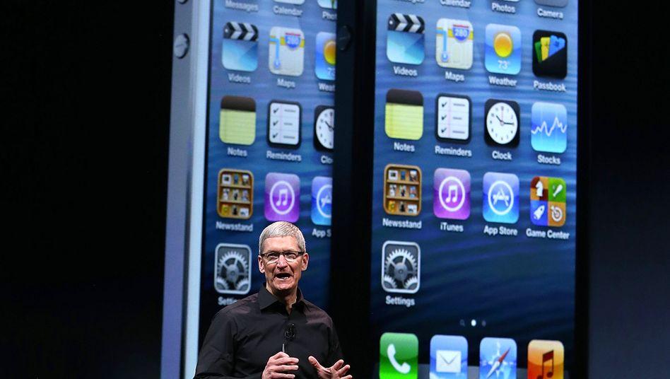 Apple-Chef Tim Cook bei der Präsentation des iPhone 5: Seit Launch des iPhone5 hat Apple Schwung verloren. Ein starker Partner in China sowie ein günstigeres iPhone sollen neue Wachstumsphantasie schaffen