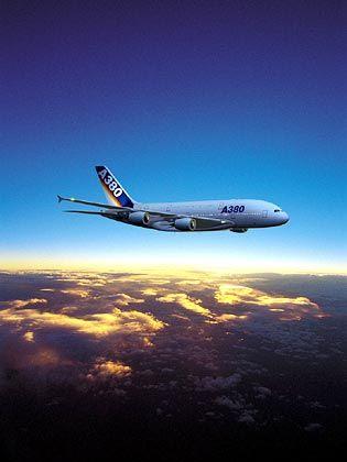 Den Jumbo übertrumpft: Der Airbus A380, computersimuliert über den Wolken