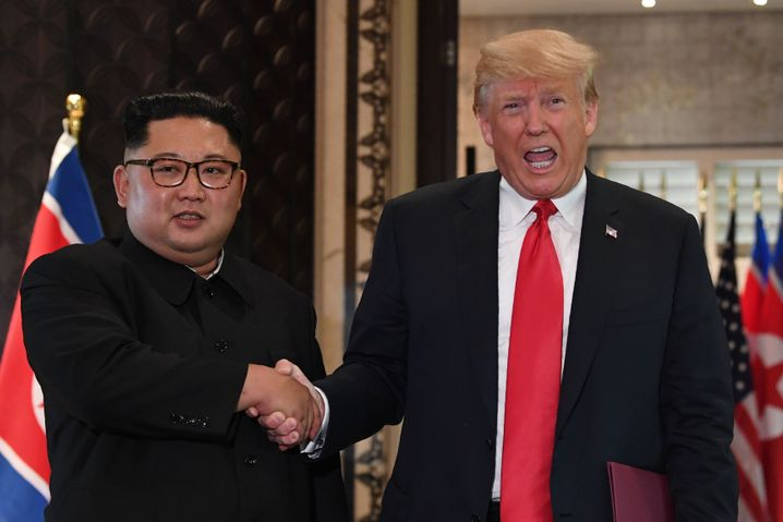 """... seinem Verhandlungspartner Kim Jong-un vor: """"Könnte man da nicht eine herrliche Wohnanlage bauen?"""""""
