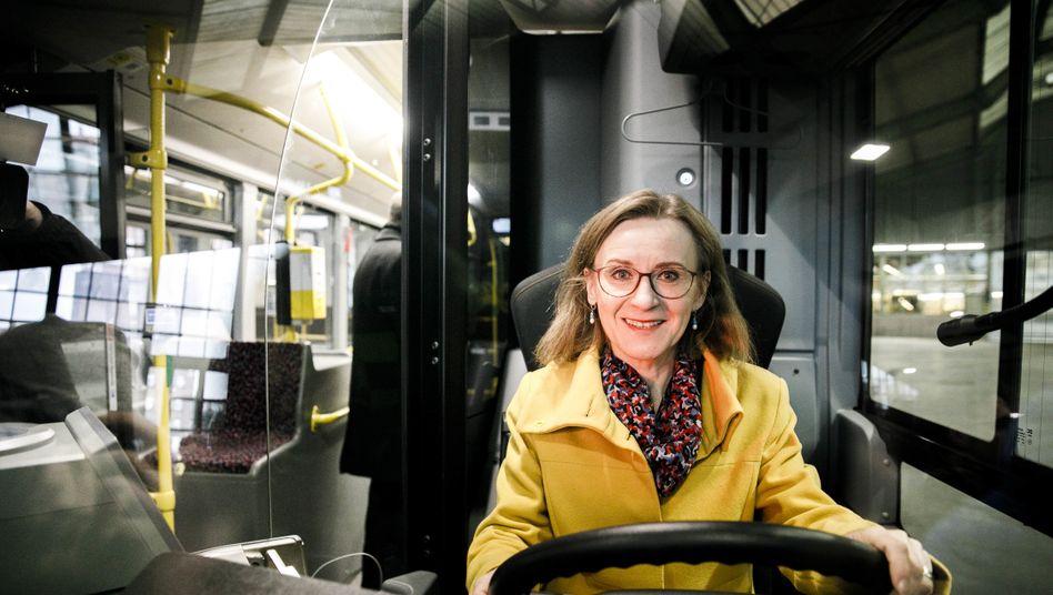 Nächster Halt: Sigrid Nikutta fährt wieder beim Bahn-Tower vor