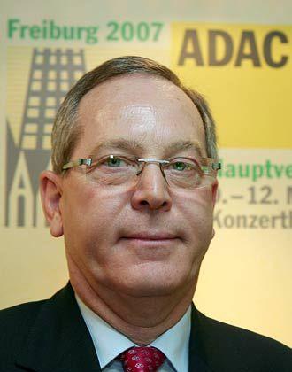 """""""Intakte Infrastruktur verbessert die Chancen der Wirtschaft"""": Nach Ansicht von ADAC-Präsident Peter Meyer müsste der Bund jährlich 2,5 Milliarden Euro mehr als geplant in den Straßenausbau investieren"""
