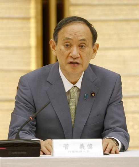 """Der japanische Premierminister Yoshihide Suga soll auch in die sogenannte """"Dark Arts""""-Kampagne involviert gewesen sein"""