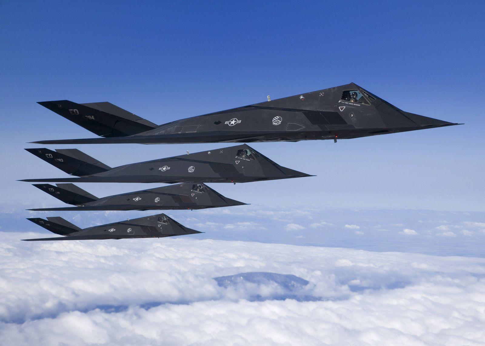 March 28, 2007 - CA, United States - Four U.S Air Force F-117 Nighthawk aircraft fly in formation du