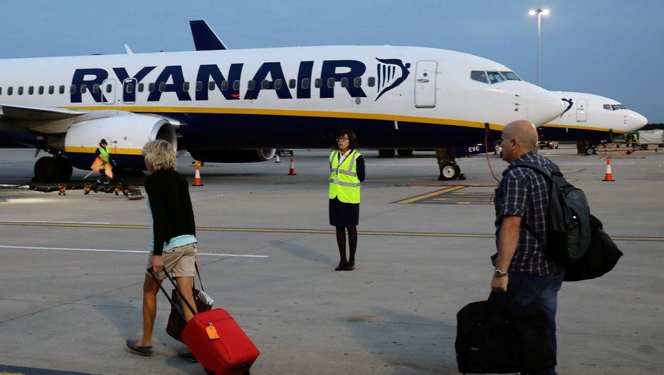 Ryanair: Rollkoffer als Handgepäck kosten 6 Euro