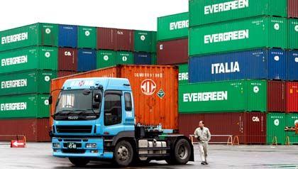 Hafen von Tokio: Der Außenhandel verpufft