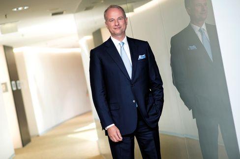 Risikospiel: AMS-Chef Alexander Everke will sich mit der gerade gekauften Lichtfirma Osram aus dem Apple-Dilemma retten.