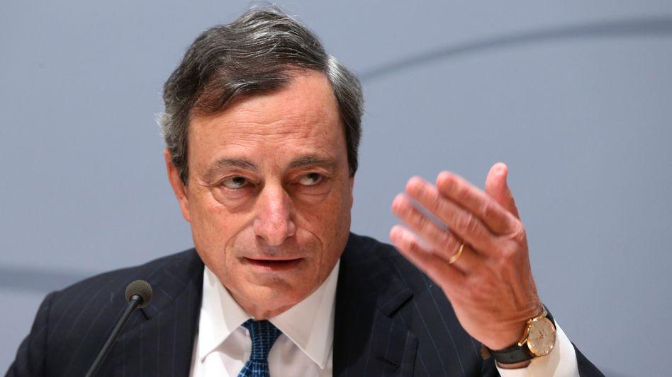 """Mario Draghi: Der EZB-Chef will noch nachlegen. Neben der Zinssenkung und der Strafgebühr für Banken hat er weitere """"unkonventionelle Maßnahmen"""" angekündigt"""