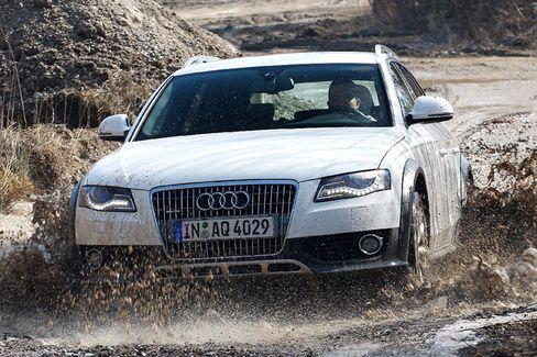 Audi Avant auf Abwegen:Der hochbeinige Allradkombi kommt auch auf schlammigen Pfaden nicht ins Schleudern