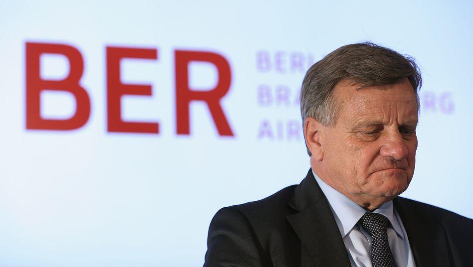 Hartmut Mehdorn: In seinen bislang zwei Amtsjahren hat der scheidende BER-Chef sich hemmungslos einem selbst eröffneten Machtkampf hingegeben - nur die Investitionsruine Hauptstadtflughafen kam nicht voran