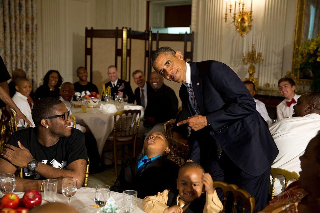 Obama / schlafender Junge