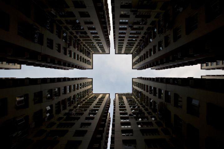 Symmetrie ist die Ästhetik der Doofen. Versuchen Sie mal, das elegant zu widerlegen.