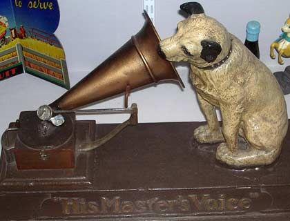His Masters Voice: Werbeaufsteller, um 1920