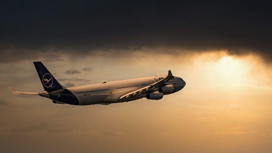 Grüß mir die Sonne:Die Lufthansa bietet wegen der Corona-Krise derzeit nur ein Minimum an Flügen. Doch nach Ostern soll es aufwärtsgehen.