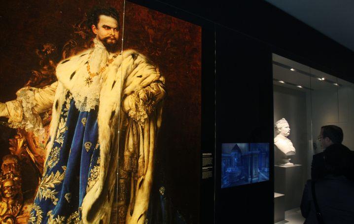 Overdressed? Was die wenigsten wissen: Ludwig II. steuerte in seiner Freizeit gerne Verkehrsflugzeuge