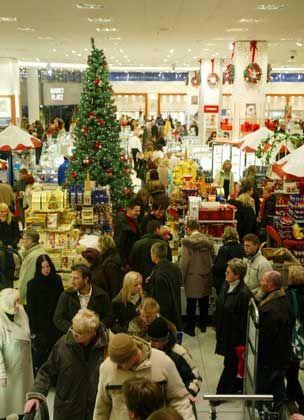 Gedränge im Düsseldorfer Kaufhof-Warenhaus: Handel verbuchte teils hohe Umsätze vor dem Fest