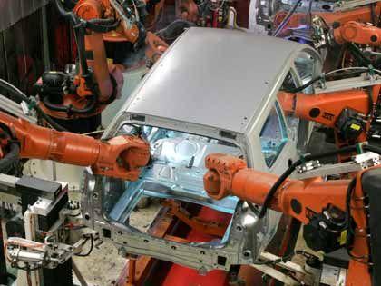 Verlagerung nach außen:Schweiß-Automaten im Volkswagen-Werk Emden
