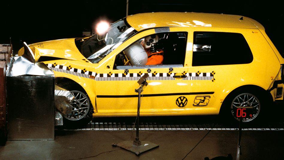 VW Golf im Crashtest: Welchen Schaden wird der VW-Konzern aus dem Manipulationsskandal davontragen?