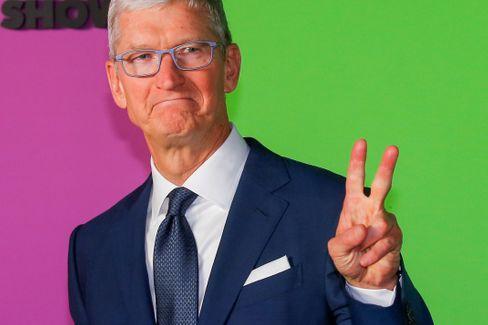 Apple-Chef Tim Cook: Manche zweifelten, dass er nach dem Tod seines Vorgängers Steve Jobs Apple zu weitere Höhenflügen führen könne. Doch Cook gelang, die Kunden auch mit neuen Produkten anApplezu binden