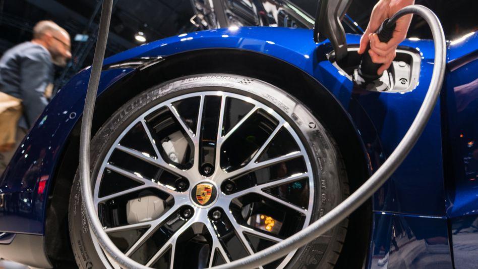 Taycan Turbo: Das Fahrzeug ist das erste rein elektrisch angetriebene Fahrzeug von Porsche