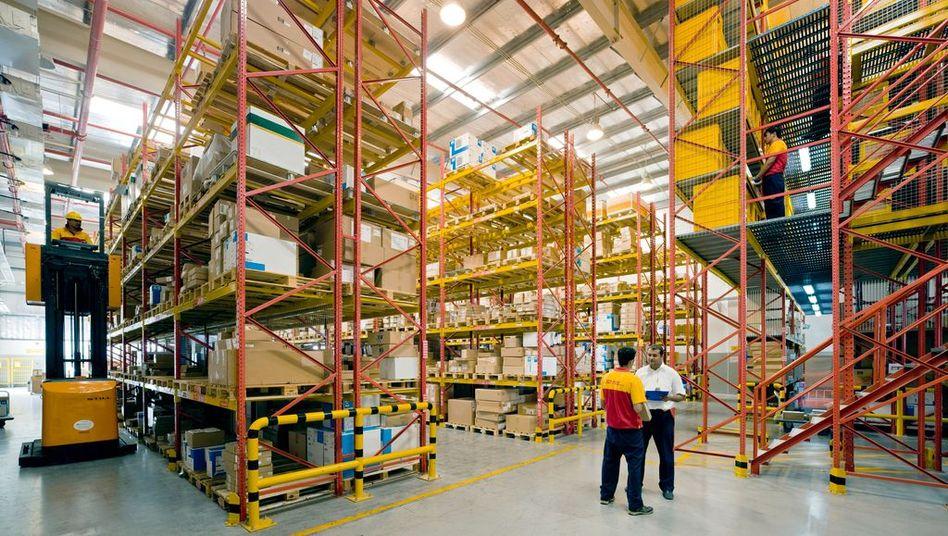 Lager der Deutschen Post: Pakete und Päckchen nach China werden vorerst nicht bearbeitet.